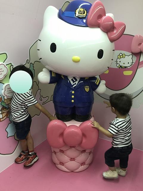 キティちゃん新幹線!_d0177220_13425319.jpg