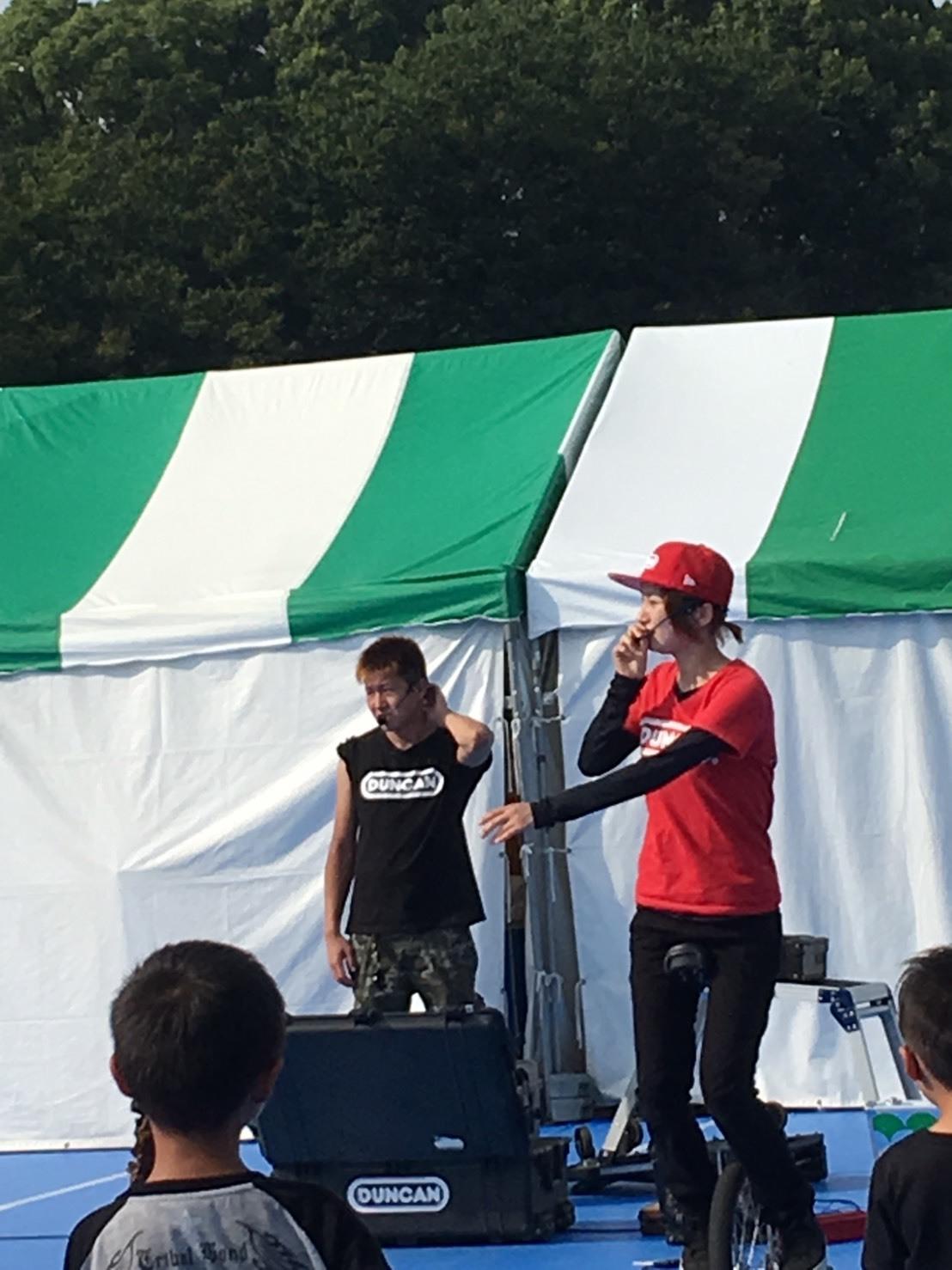 上野恩賜公園で頑張る大道芸人さん_a0163623_00222939.jpg
