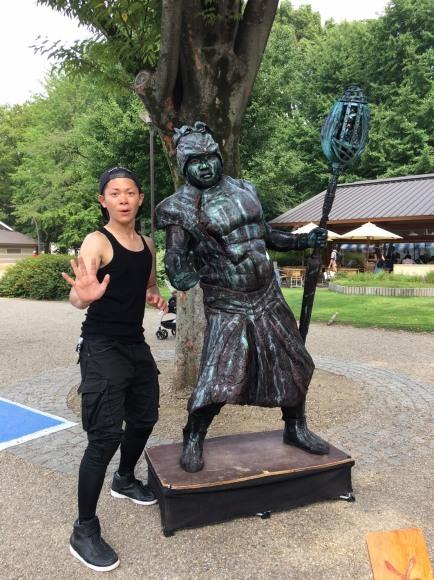 上野恩賜公園で頑張る大道芸人さん_a0163623_00223740.jpg