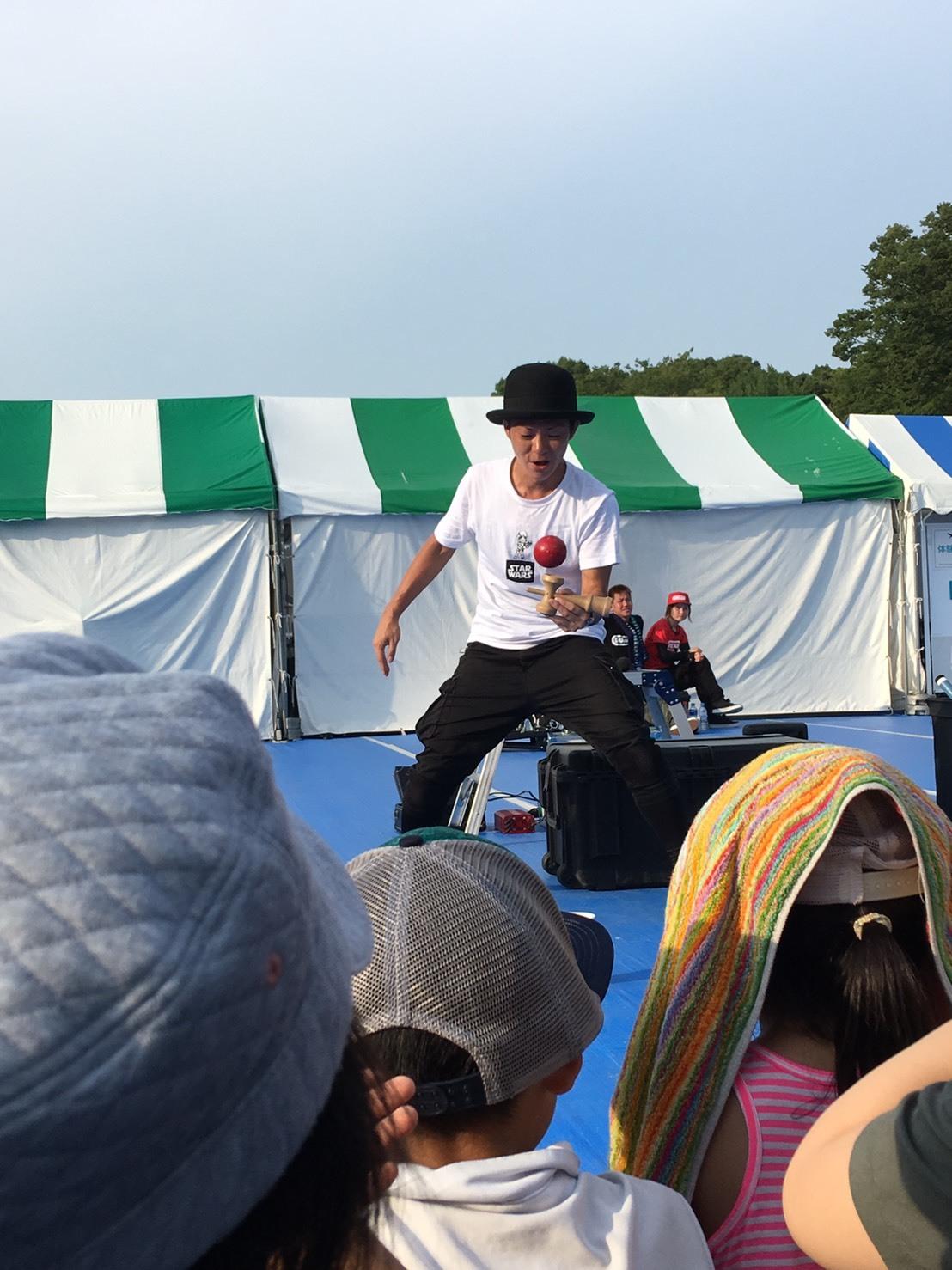 上野恩賜公園で頑張る大道芸人さん_a0163623_00321325.jpg