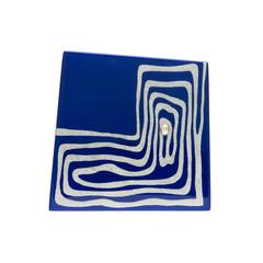 身につける漆 漆のアクセサリー 蒔絵 ブローチ プラチナ箔 かぎ渦 コバルト色 坂本これくしょんの艶やかで美しくとても軽い和木に漆塗りのアクセサリー SAKAMOTO COLLECTION wearable URUSHI accessories Platinum MAKIE brooch Angular_labyrinth cobalt blue アシンメトリーのフォルムはシンプルながら個性的、水面に月光が差し込んで煌めくイメージした発色の良い鮮やかな強いブルー、その上から迷路のような蒔絵をプラチナ箔で描き銀粒を重ねることで立体感を表現、軽くて着け心地が楽と好評です。 #漆のアクセサリー #軽いブローチ #蒔絵のブローチ #ブローチ #コバルト色 #かぎ渦 #accessories #brooch #makie #Platinum #Angular_labyrinth #cobaltblue #プラチナ箔蒔絵 #蒔絵が印象的 #漆塗り #ラグジュアリー #軽さを実感