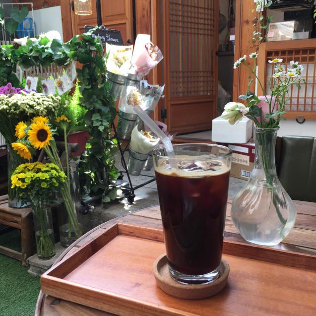 18年6月ソウル11☆お花に囲まれてカフェタイム_d0285416_21430780.jpg