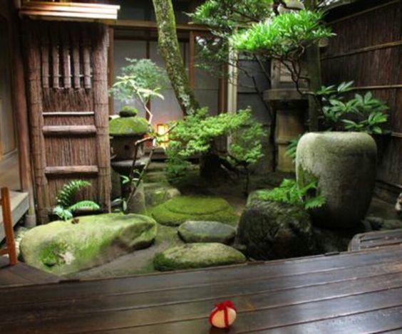 坪庭のある風景_d0335577_22313239.jpg