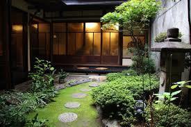 坪庭のある風景_d0335577_22332240.jpg