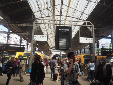 ポルト散歩(30)Guimaraesから 電車でポルトへ_c0212604_21265632.jpg