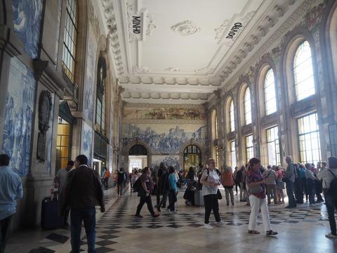 ポルト散歩(30)Guimaraesから 電車でポルトへ_c0212604_21271761.jpg