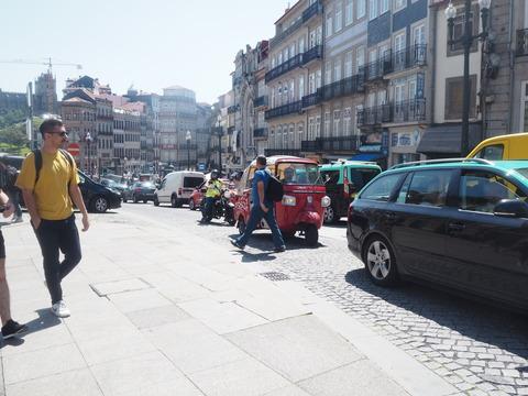 ポルト散歩(30)Guimaraesから 電車でポルトへ_c0212604_2128463.jpg