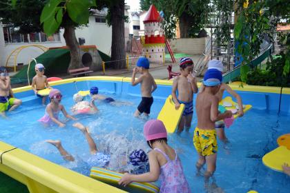 毎日げんきに、プールで遊んでます。_d0353789_10524235.jpg