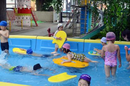 毎日げんきに、プールで遊んでます。_d0353789_10524978.jpg