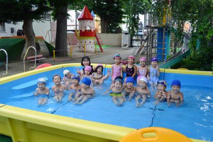 毎日げんきに、プールで遊んでます。_d0353789_10555720.jpg