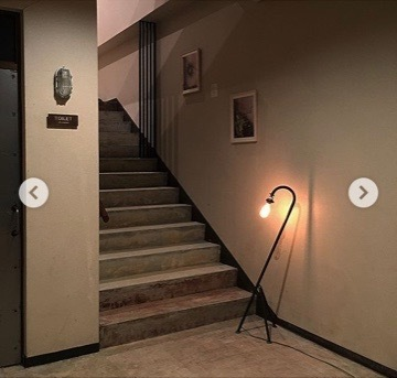 むき出しのコンクリートの階段と壁_d0335577_06264353.jpg