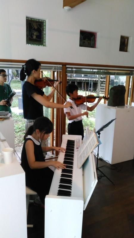 第1回「子供・平和コンサート」&「檻の会」7月例会の報告 Concert d\'enfants pour la Paix au Mémorial Ori no haïkukan_e0375210_22335483.jpg