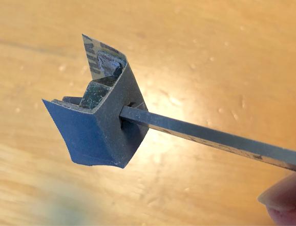 突き出たボルトの周り&平らな塗装面を磨く方法。_f0032891_08180984.jpg