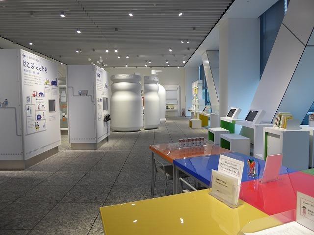 容器ミュージアムって? 街の小さなミュージアムを散歩のついでに見つける♪_b0287088_20380915.jpg