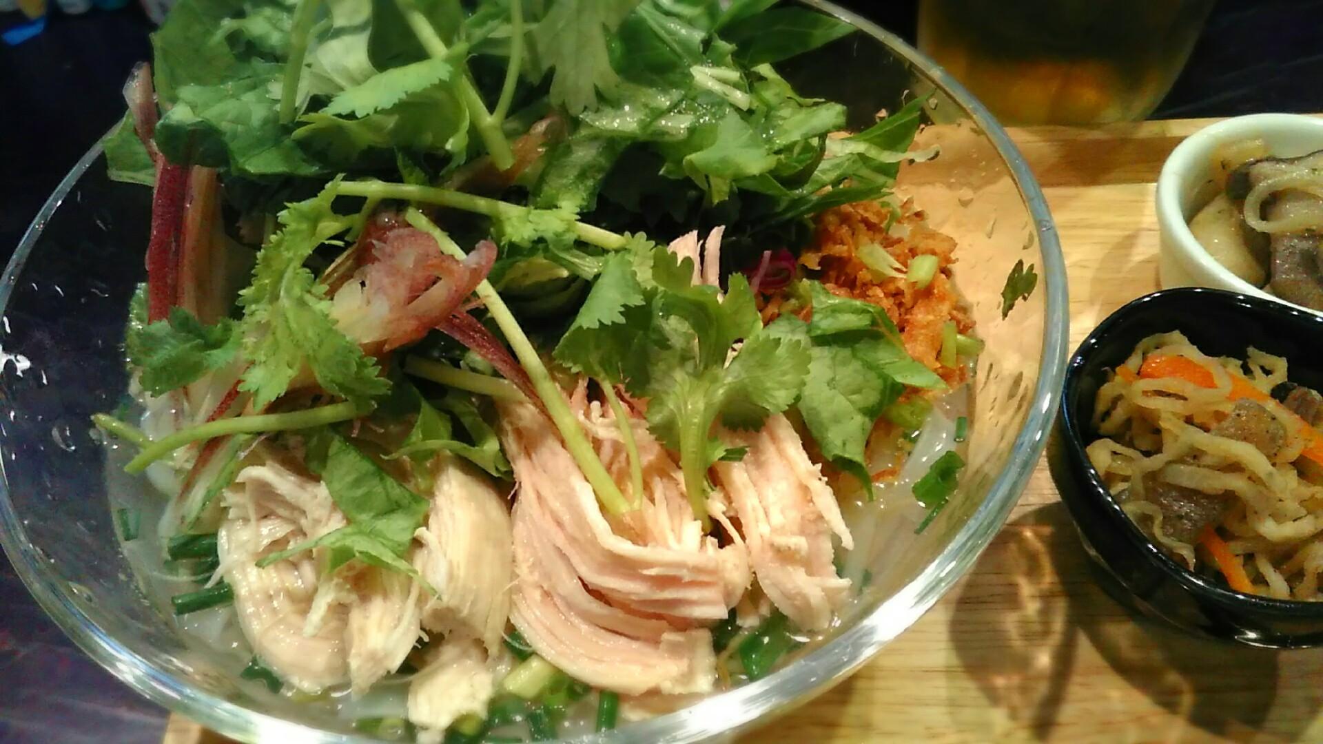 南国酒場 『鶏肉とサラダの冷やしフォー』_a0326295_21165349.jpg