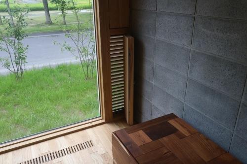南幌のブロックの家:換気ガラリ付窓ナイトパージ_e0054299_14234330.jpg