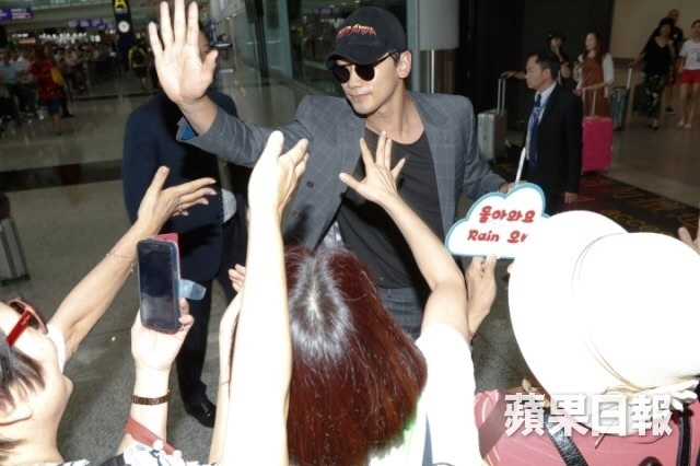 RAIN 香港 記者会見_c0047605_08281843.jpg