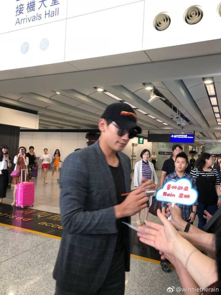 RAIN 香港 記者会見_c0047605_08331398.jpg