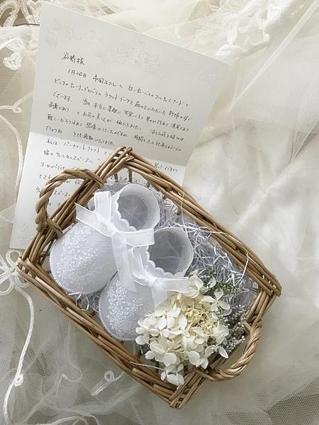 卒花嫁様アルバム 帝国ホテルの花嫁様より、バラのフルキャスケードブーケと天使の靴と_a0042928_19425765.jpg