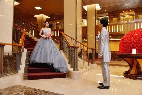 卒花嫁様アルバム 帝国ホテルの花嫁様より、バラのフルキャスケードブーケと天使の靴と_a0042928_19430550.jpg