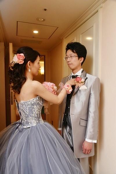 卒花嫁様アルバム 帝国ホテルの花嫁様より、バラのフルキャスケードブーケと天使の靴と_a0042928_19430553.jpg