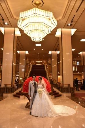 卒花嫁様アルバム 帝国ホテルの花嫁様より、バラのフルキャスケードブーケと天使の靴と_a0042928_19464237.jpg