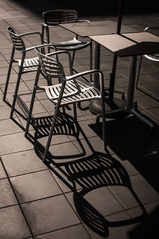 An Invisible Man At A Pavement Cafe In Deadly Heat Wave_d0353489_16593679.jpg