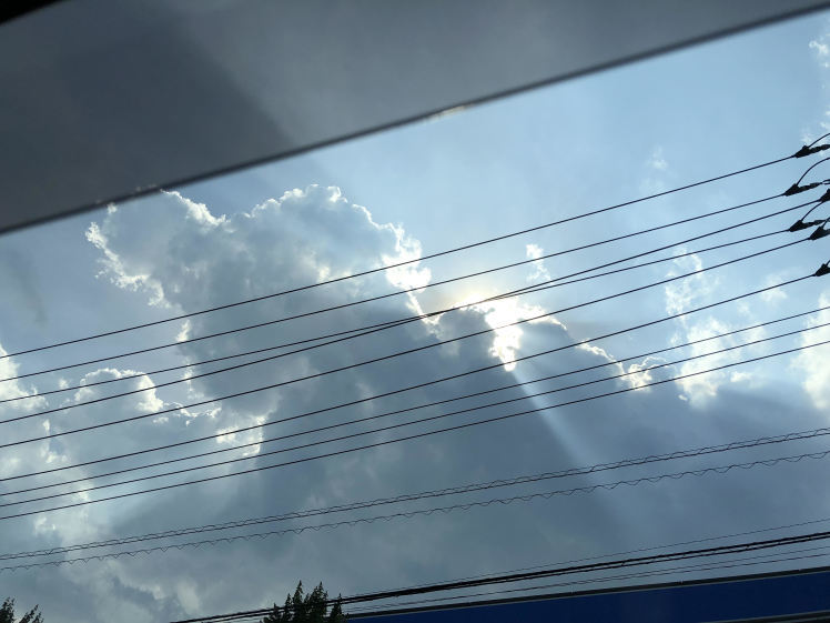 《空と雲》天使のパンチと、大きな不思議なかたちの吊るし雲と。_b0298740_22475616.jpg