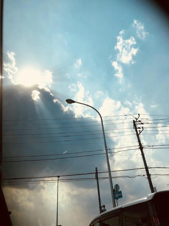 《空と雲》天使のパンチと、大きな不思議なかたちの吊るし雲と。_b0298740_22475942.jpg