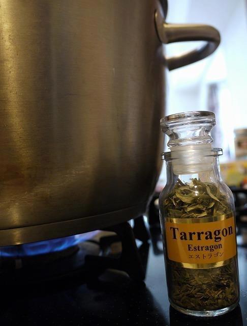 タラゴン〜ルーマニア料理で使うハーブのご紹介 その1_d0226963_13331450.jpeg