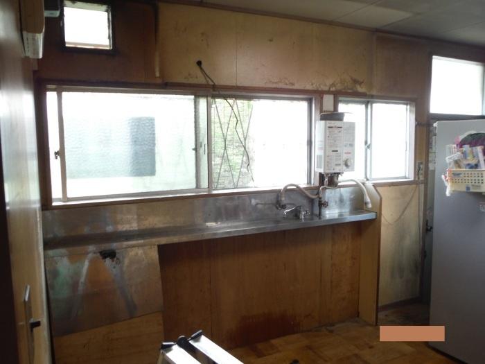 システムキッチンへの取替え ~ 古いキッチン取外し。_d0165368_01374539.jpg