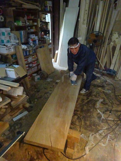 シダレザクラの木から家具を作るまで。 ③_f0105112_04110034.jpg