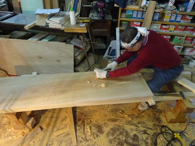 シダレザクラの木から家具を作るまで。 ③_f0105112_04110075.jpg