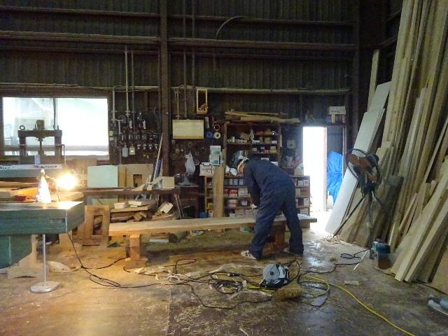 シダレザクラの木から家具を作るまで。 ③_f0105112_04110153.jpg