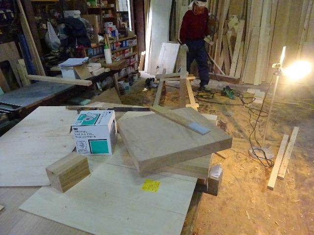 シダレザクラの木から家具を作るまで。 ③_f0105112_04165907.jpg