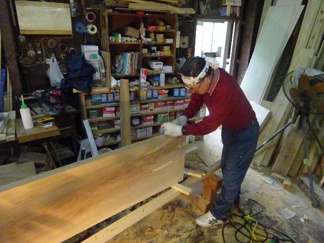 シダレザクラの木から家具を作るまで。 ③_f0105112_04165962.jpg