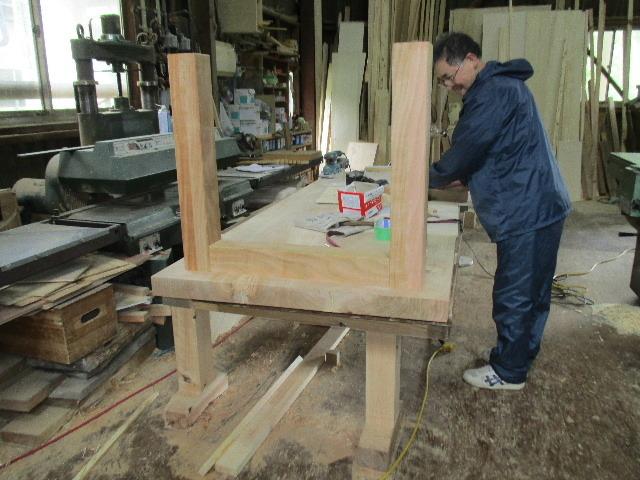 シダレザクラの木から家具を作るまで。 ③_f0105112_04165963.jpg