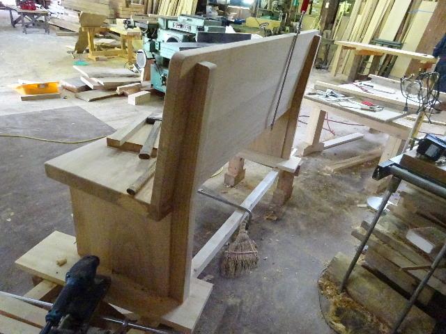 シダレザクラの木から家具を作るまで。 ③_f0105112_04224303.jpg