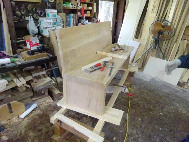 シダレザクラの木から家具を作るまで。 ③_f0105112_04224438.jpg