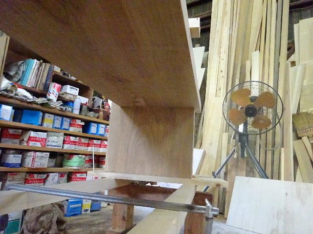 シダレザクラの木から家具を作るまで。 ③_f0105112_04224447.jpg
