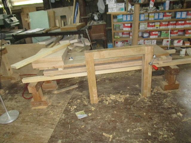 シダレザクラの木から家具を作るまで。 ③_f0105112_04224465.jpg