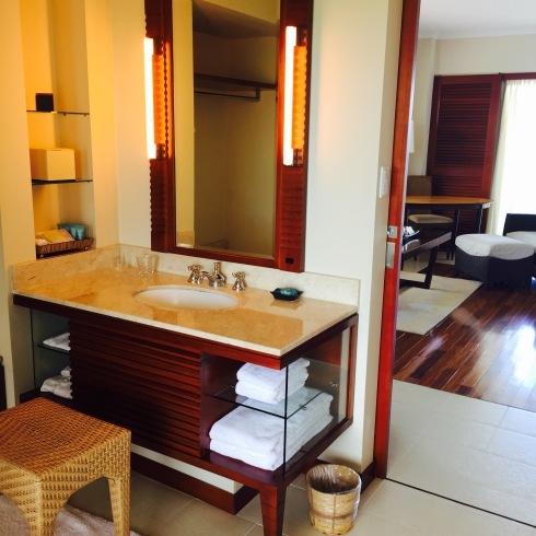 沖縄旅行 2 静かな大人のホテル@ジアッタテラスのお部屋_f0054260_17082178.jpg