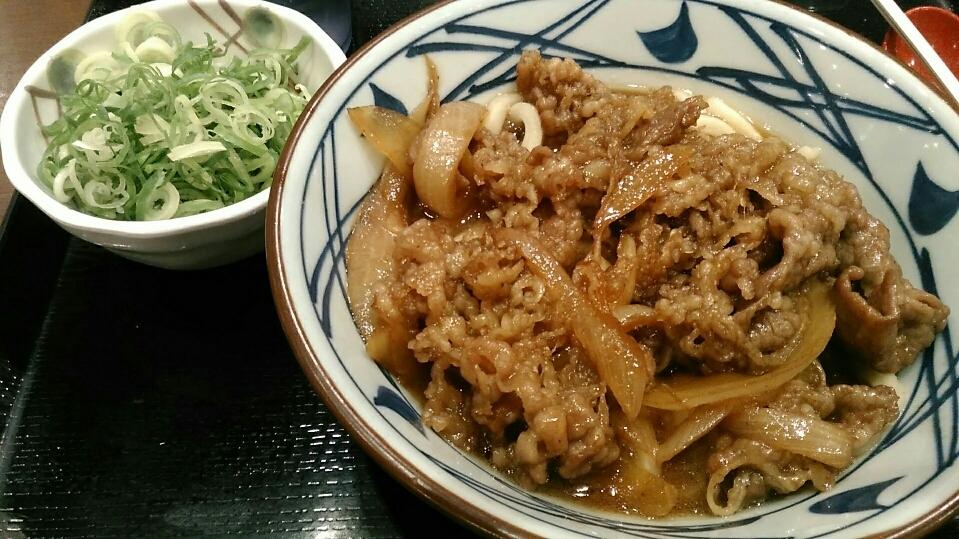 丸亀製麺 『牛山盛りうどん』_a0326295_21394090.jpg