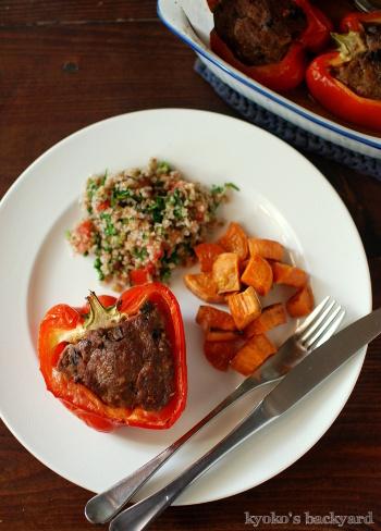 パプリカの肉詰め、タブーリサラダとローストスイートポテト添え_b0253205_04310917.jpg