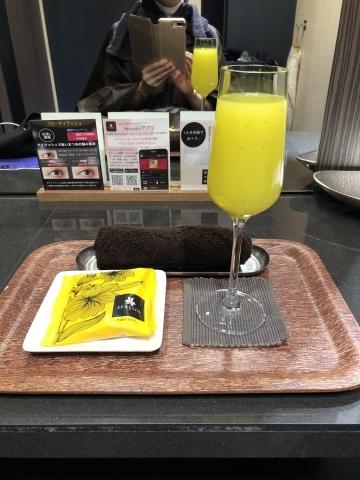 今日は渋谷西武サンイデーの1Dayレッスンにてお待ちしています『しあわせのリボン刺しゅう』 出版記念ワークショップ  《花リースのコンパクトミラー》_a0157409_09570993.jpeg
