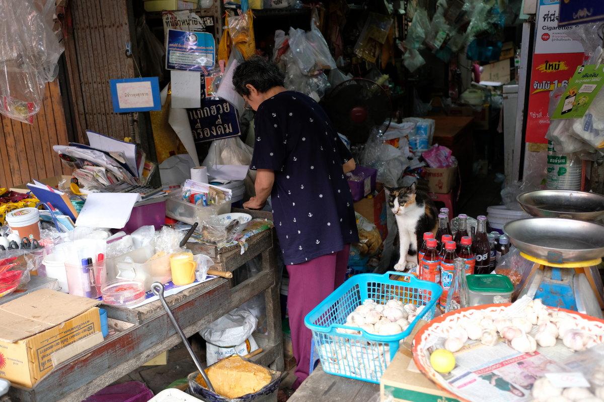 チャチェンサオ  百年市場「タラート・バーンマイ」の午後_b0061717_10392672.jpg
