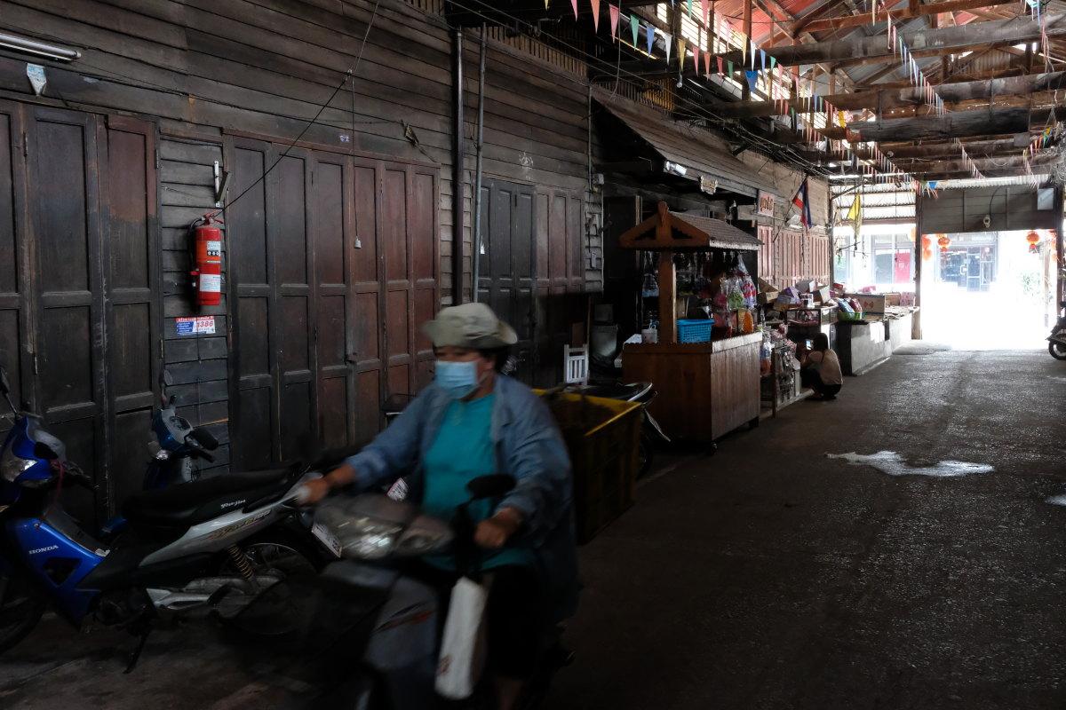 チャチェンサオ  百年市場「タラート・バーンマイ」の午後_b0061717_10512626.jpg