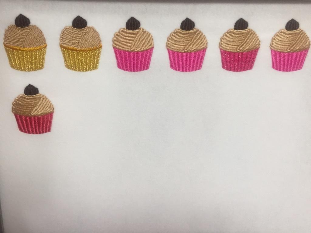 カップケーキの検品とモンブランとの勝負!_a0370893_22362528.jpg
