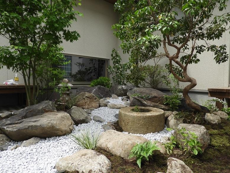 石の庭。_e0356655_20084284.jpg