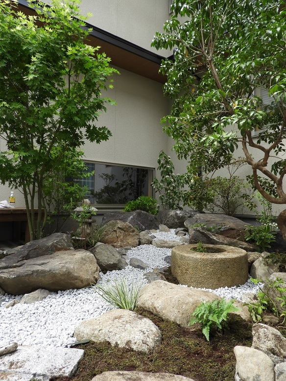 石の庭。_e0356655_20344970.jpg